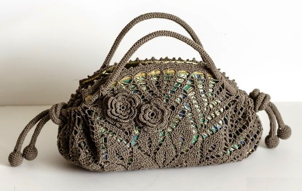 Crochet pattern of a precious bag (8)